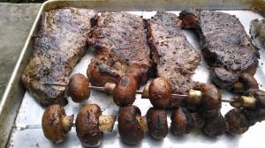 steaks-resting